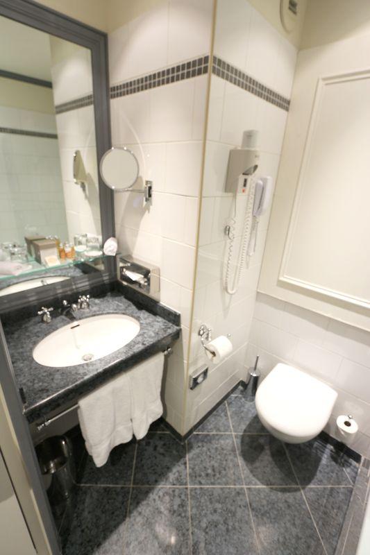 Mobilier de salle de bain comprenant mitigeur for Support gel douche salle bain