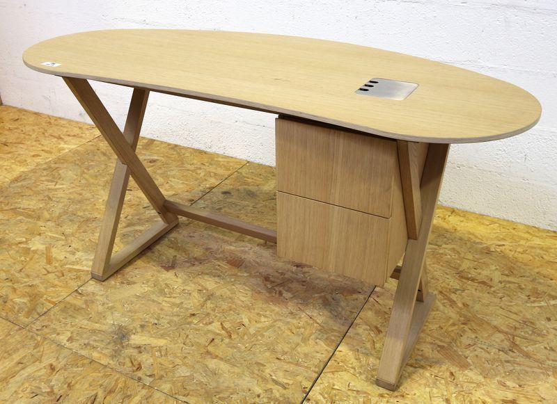 Antonio citterio bureau de forme haricot modele sidus