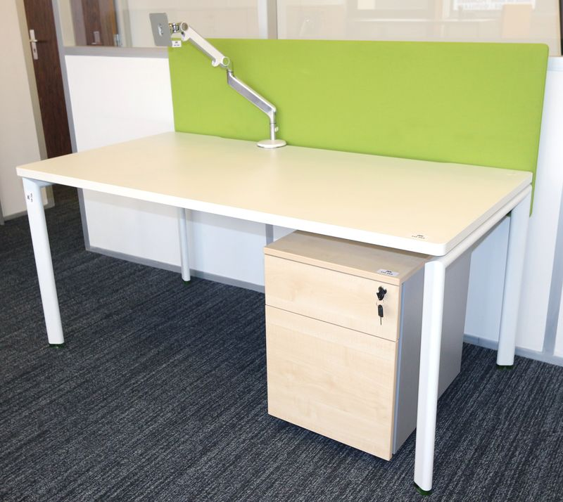 bureau droit modele atao structure metallique laque blanc. Black Bedroom Furniture Sets. Home Design Ideas