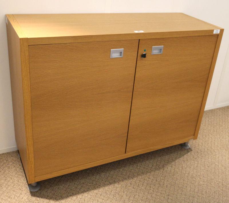 Mobilier de bureau de direction en bois clair comprenant for Mobilier de bureau en bois