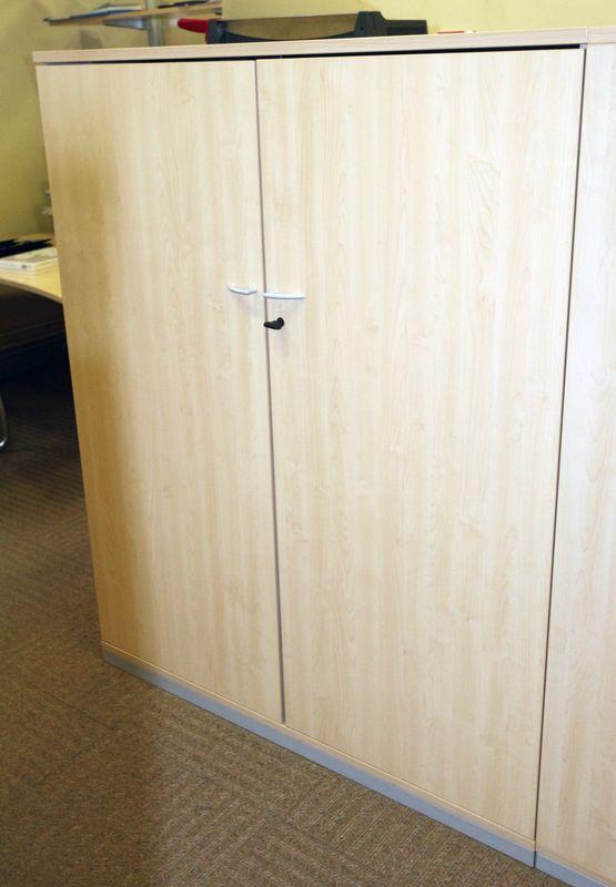 armoire mi haute en bois 2 portes de couleur hetre dim 148. Black Bedroom Furniture Sets. Home Design Ideas