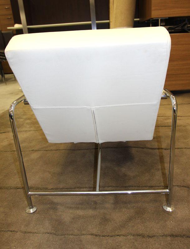 Lot 35 4 unites chauffeuse a structure en metal chrome et garniture de cuir b - Chauffeuse cuir blanc ...