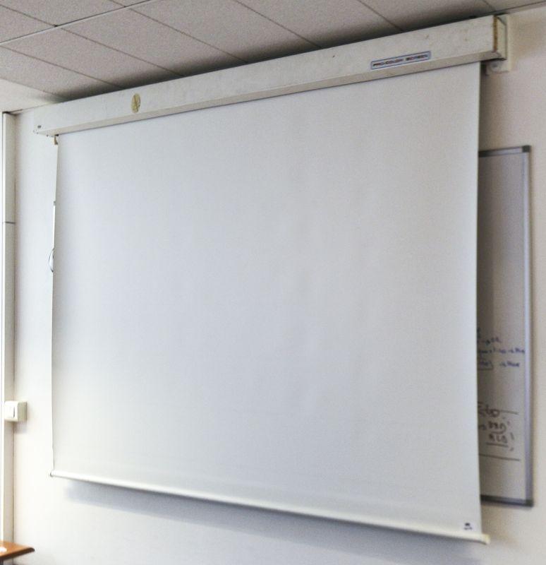 ecran de projection electrique de marque procolor largeur 180 cm salle 103. Black Bedroom Furniture Sets. Home Design Ideas