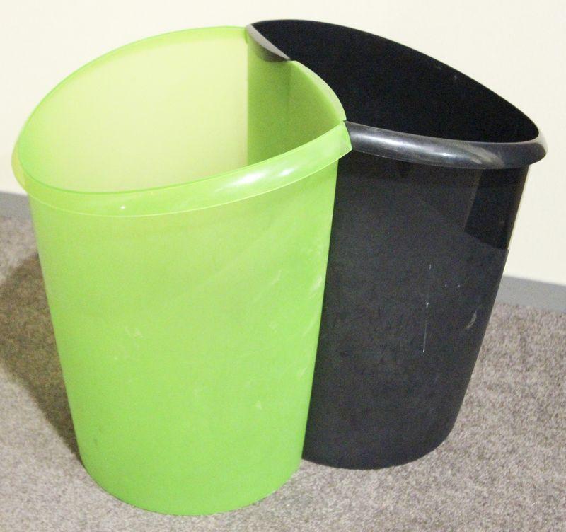 poubelle de bureau en plastique noir lot vendu a lunite avec faculte de reunion quantite 75 unites. Black Bedroom Furniture Sets. Home Design Ideas