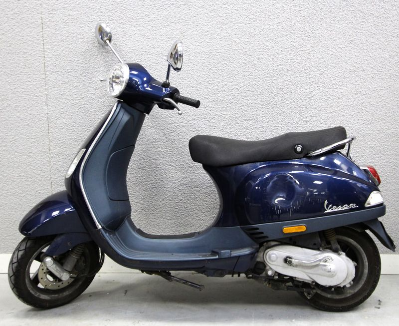 scooter de marque piaggio modele vespa lx 50 couleur bleu petrole vendu en letat sans carte grise e. Black Bedroom Furniture Sets. Home Design Ideas