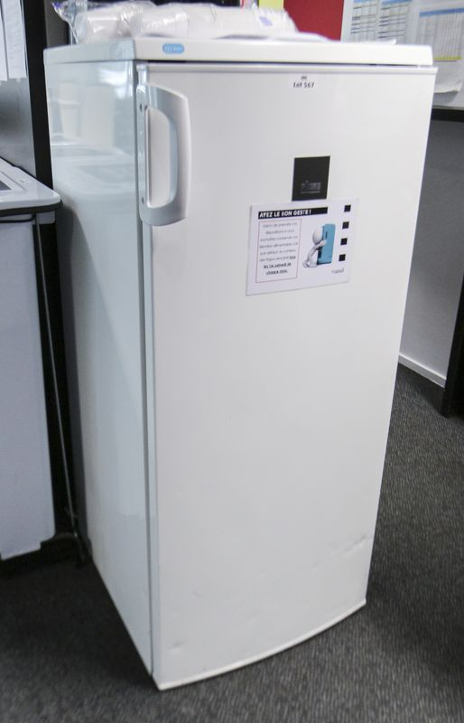 refrigerateur blanc de marque faure modele 240 4s avec compartiment congelateur dimensions 125 x 55. Black Bedroom Furniture Sets. Home Design Ideas