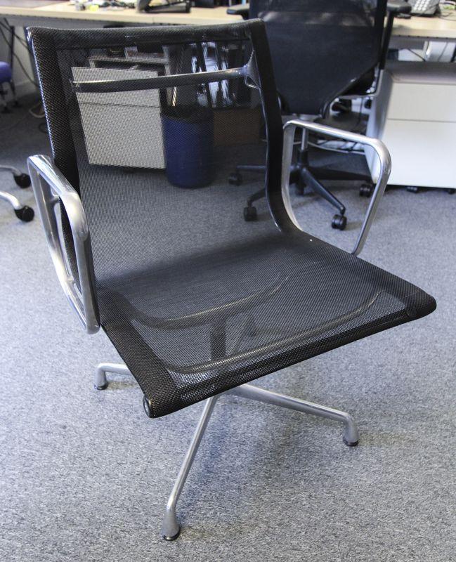 Lot 4 1 unite fauteuil de bureau modele aluminium chair ea for Fauteuil bureau charles eames