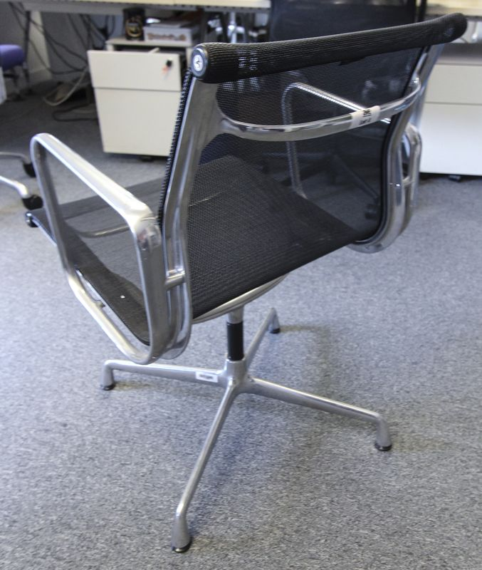 Lot 4 1 unite fauteuil de bureau modele aluminium chair ea for Prix fauteuil eames vitra