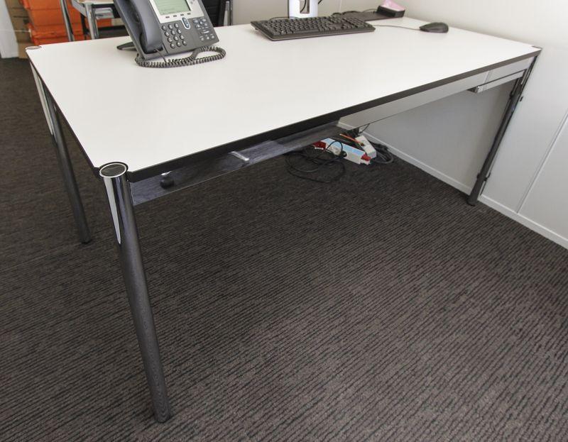 Lot unite table ou bureau rectangulaire de marque usm haller