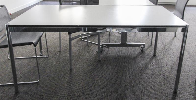 Table ou bureau rectangulaire de marque usm haller la structure et