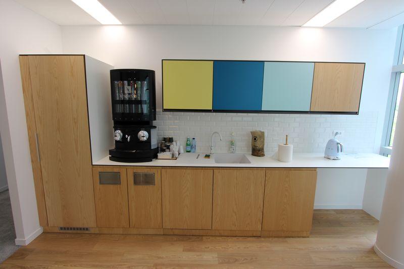 cuisine amenagee comprenant 1 plan de travail mesurant 380 x 65 cm en melamine blanc 4 meubles bas. Black Bedroom Furniture Sets. Home Design Ideas