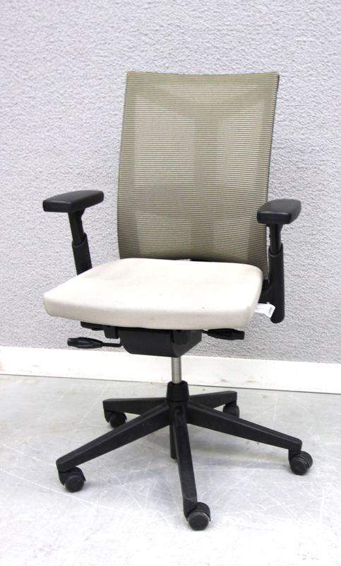 lot 157 4 unites fauteuil de marque conforto assise en tissus gris dossier resille noire et beige h. Black Bedroom Furniture Sets. Home Design Ideas