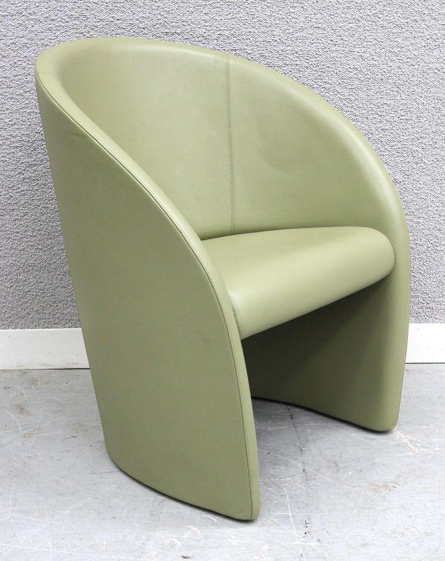 lot 16 1 fauteuil gondole garniture cuir de couleur amande. Black Bedroom Furniture Sets. Home Design Ideas