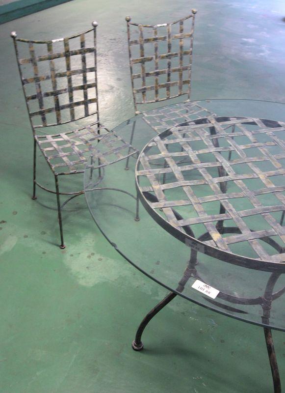 mobilier-de-jardin-en-fer-forge-comprenant-1-table-ronde ...