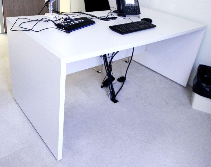 Bureau en bois stratifie blanc 1 trappe technique 72 x 140 x 146 cm
