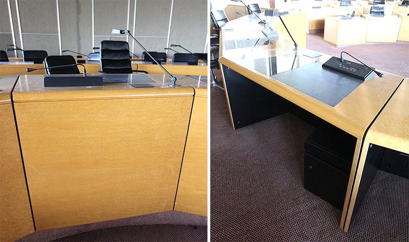 Module de bureau comprenant un bureau media en placage de ronce de