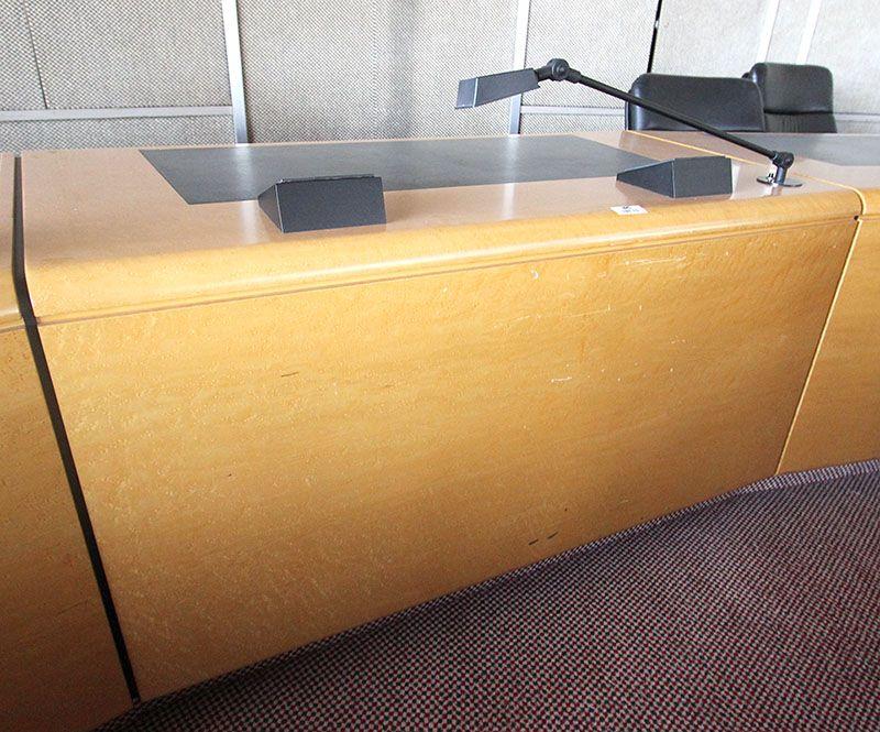 Module de bureau en placage de ronce de bois clair avec lampe