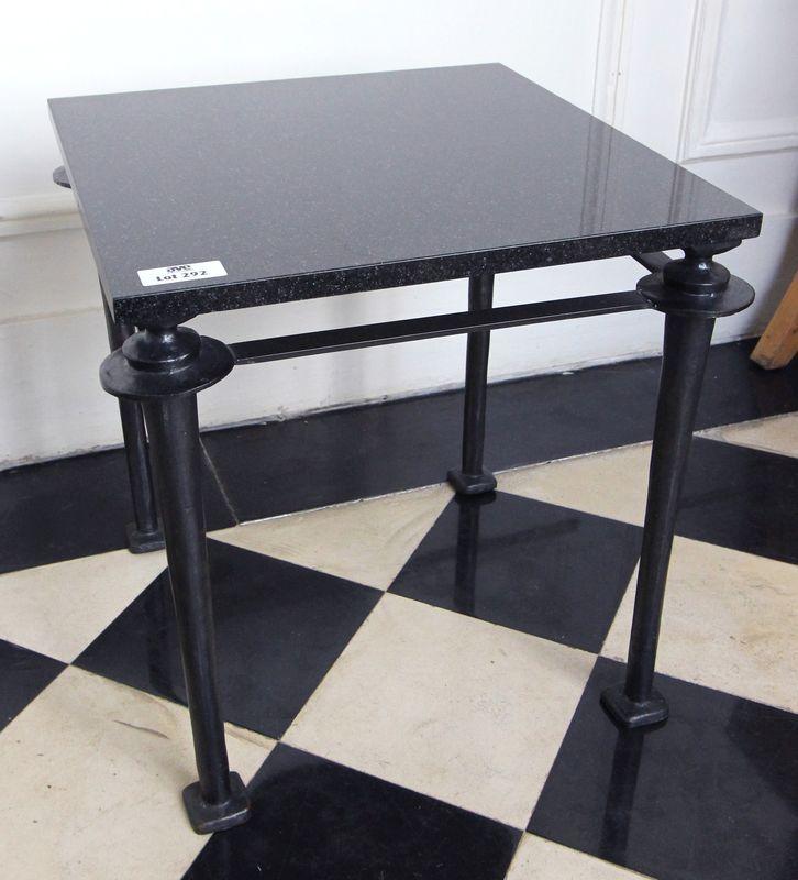 Table Basse Plateau Carre En Marbre Noir Des Pyrenees Et Pietement